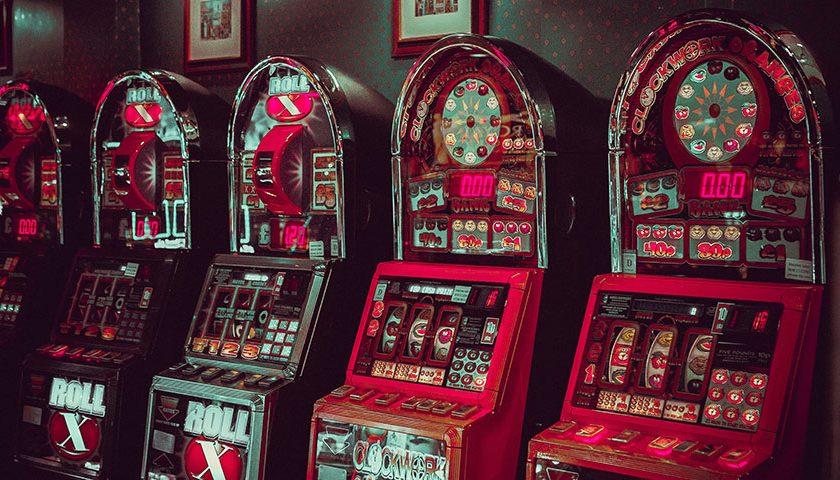 Featuredpost 2 Entertaining Online Slots Themed Around British Musicians 840x480 - 2 Entertaining Online Slots Themed Around British Musicians